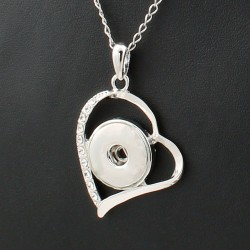Collier coeur argenté avec strass à bouton-pression