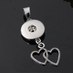 Collier avec pendentif 2 coeur entrelacés, à bouton-pression et strass.