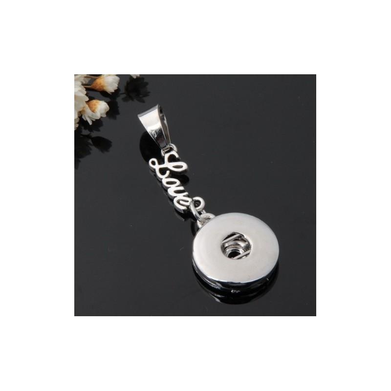 Collier avec pendentif écriture Love, à bouton-pression.