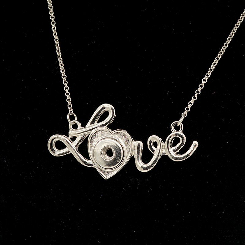 Collier pendentif avec écriture Love, à bouton-pression
